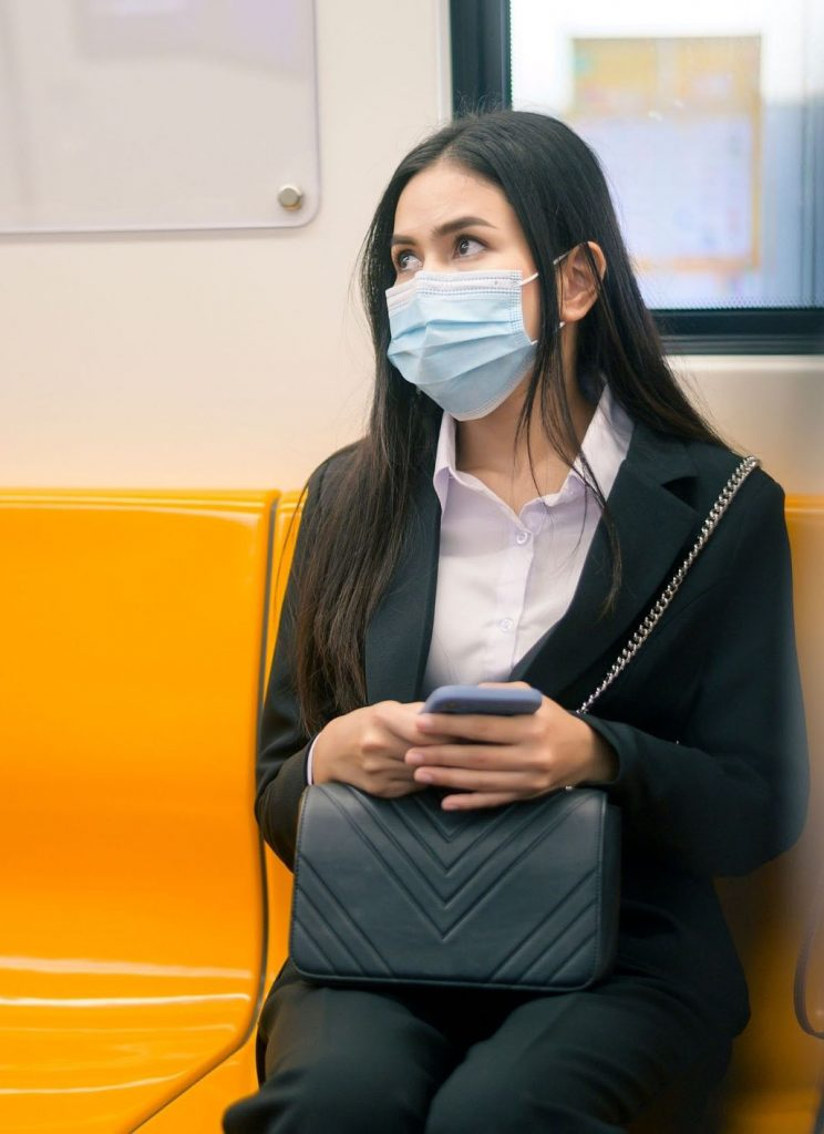 femme-masque-chirurgical-3-plis-type-IIR-eurasia-meditech-métro
