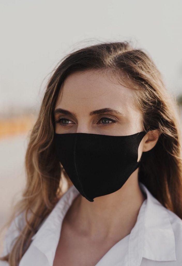 femme-masque-moulant-lavable-réutilisable-noir-moulant