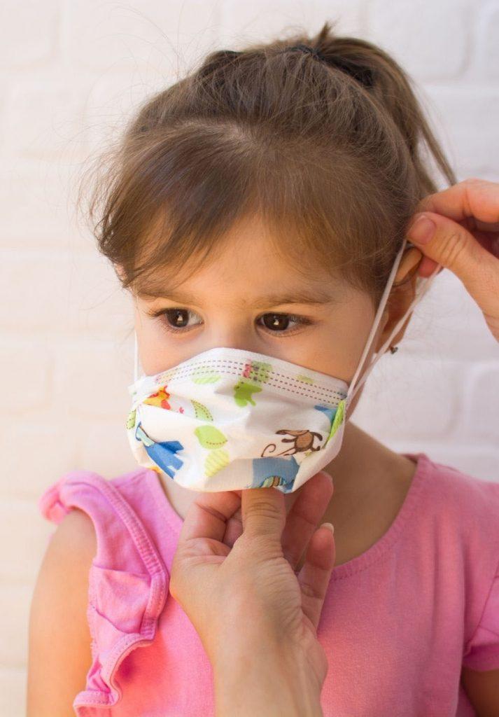 enfant -porte-masque-chirurgical-avec-motifs