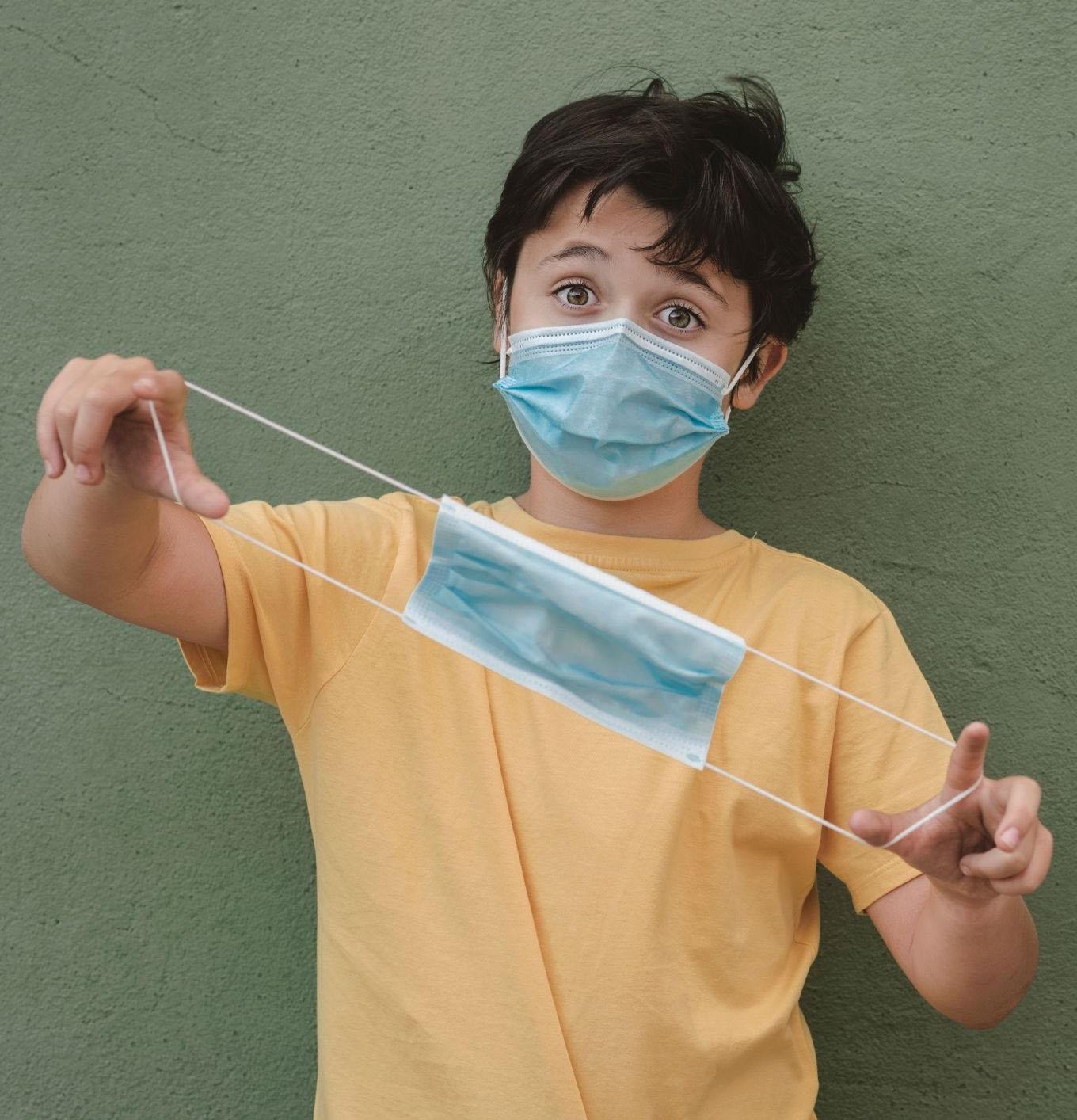 enfant-porte-masque-chirurgical
