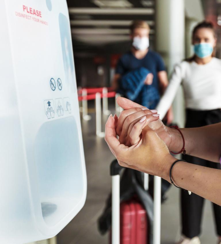 distributeur-gel-hydroalcoolique-steripower-white-edition-aeroport