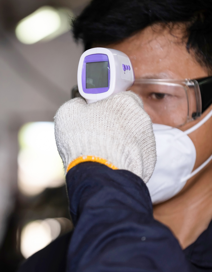 prise-de-temperature-thermometre-sans-contact-professionnel